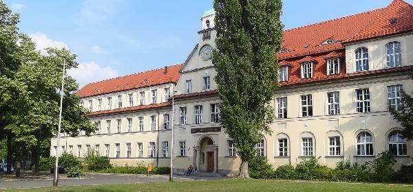 2013_schule_vorne1_600
